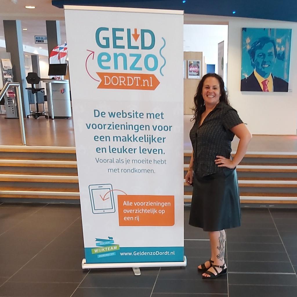Geld enzo Dordt banner op Stadskantoor Dordrecht